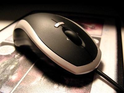 Comment faire pour dépanner une souris optique avec un câble rétractable