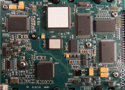 Comment la vitesse d'horloge d'un microprocesseur est mesuré?