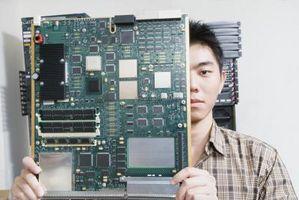 Quelle est la fonction du signal d'horloge en électronique numérique?