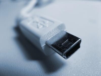 Pouvez-vous exécuter la télévision par satellite via un port USB?