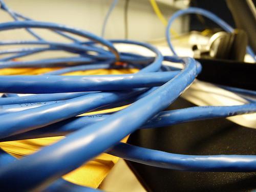 Quelle est la différence entre un Cross Over Cable & un câble Ethernet?