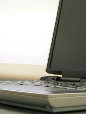 Comment faire pour modifier le numéro de service sur un ordinateur portable Dell
