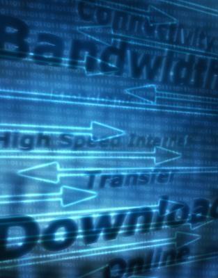 Quels sont les largeurs de bande amont et en aval pour le haut débit?